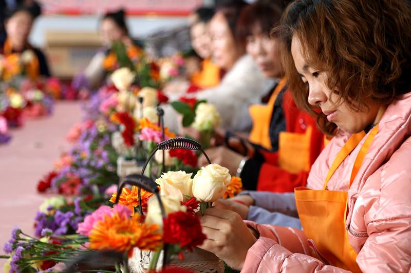 组图:妇女节临近 插篮鲜花迎节日