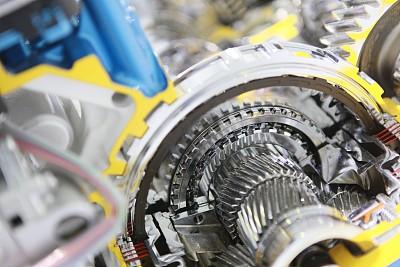 """以创新为""""引擎""""助推实体经济高质量发展丨全国两会系列评论⑪"""