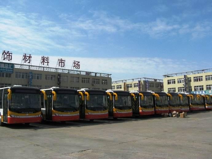 """潍坊民主街丰华路至渤海路施工 这2条公交线路""""变道"""""""