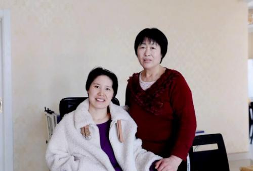 """儿媳瘫痪卧床三年 寿光这位""""模范婆婆""""用爱心唤醒奇迹"""