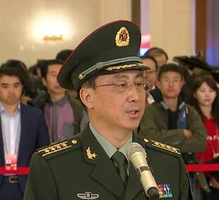 住鲁全国政协委员韦昌进对00后赞不绝口 鼓励更多青年人身穿国防绿