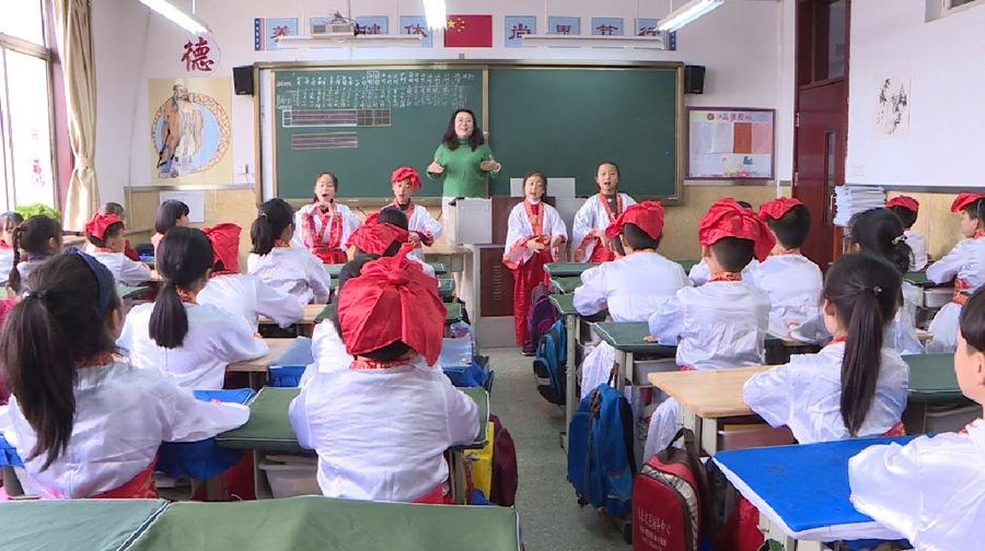 """牢记嘱托 担当作为抓落实丨山东中小学校全面开设传统文化课程 让中华优秀文化普及""""活""""起来"""
