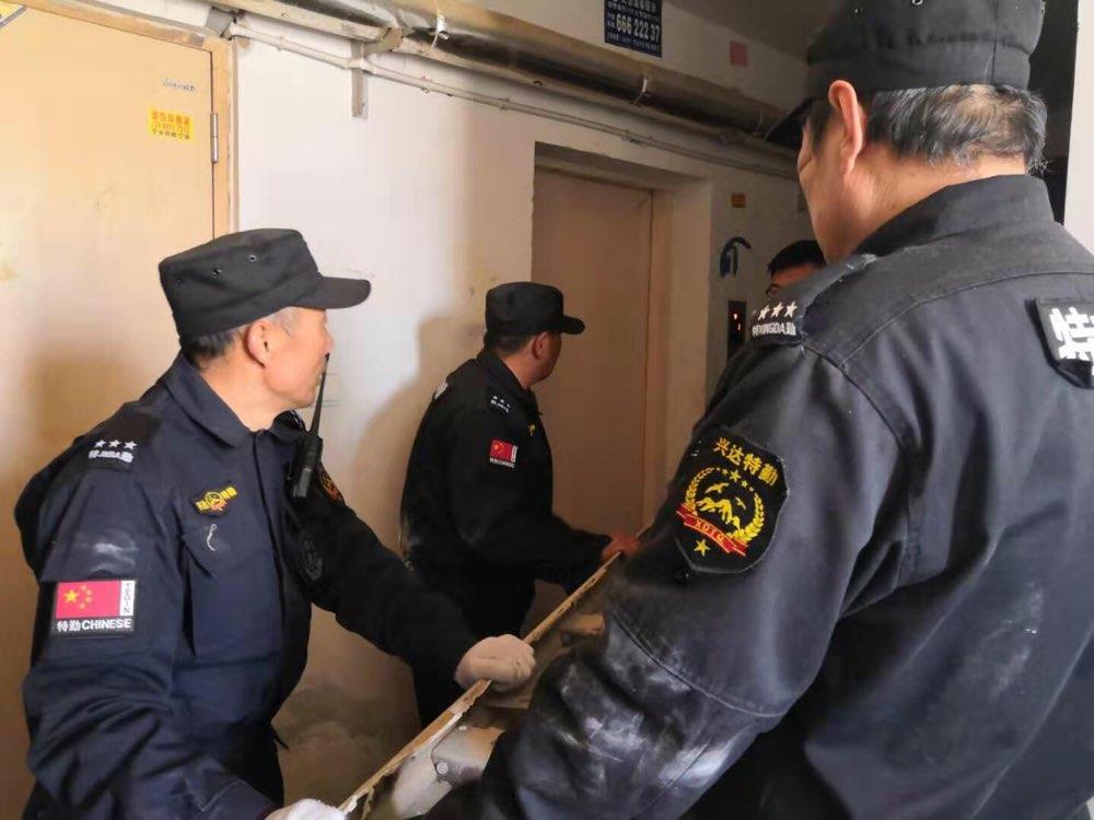 楼道不能堆杂物!济南市中城管集中整顿兴隆山庄楼道