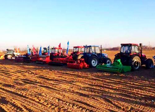 """大块头有大智慧 40多台农机设备在潍坊""""同台竞技"""""""