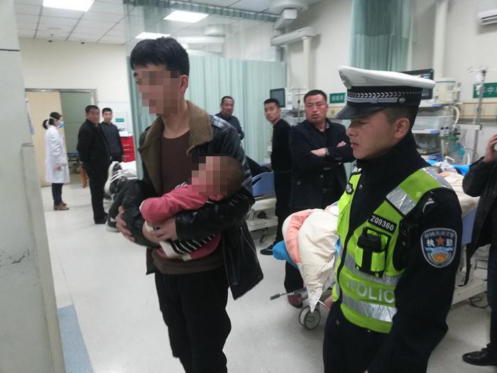 莘县一男孩误吞老鼠药 高速交警紧急开道10分钟送医