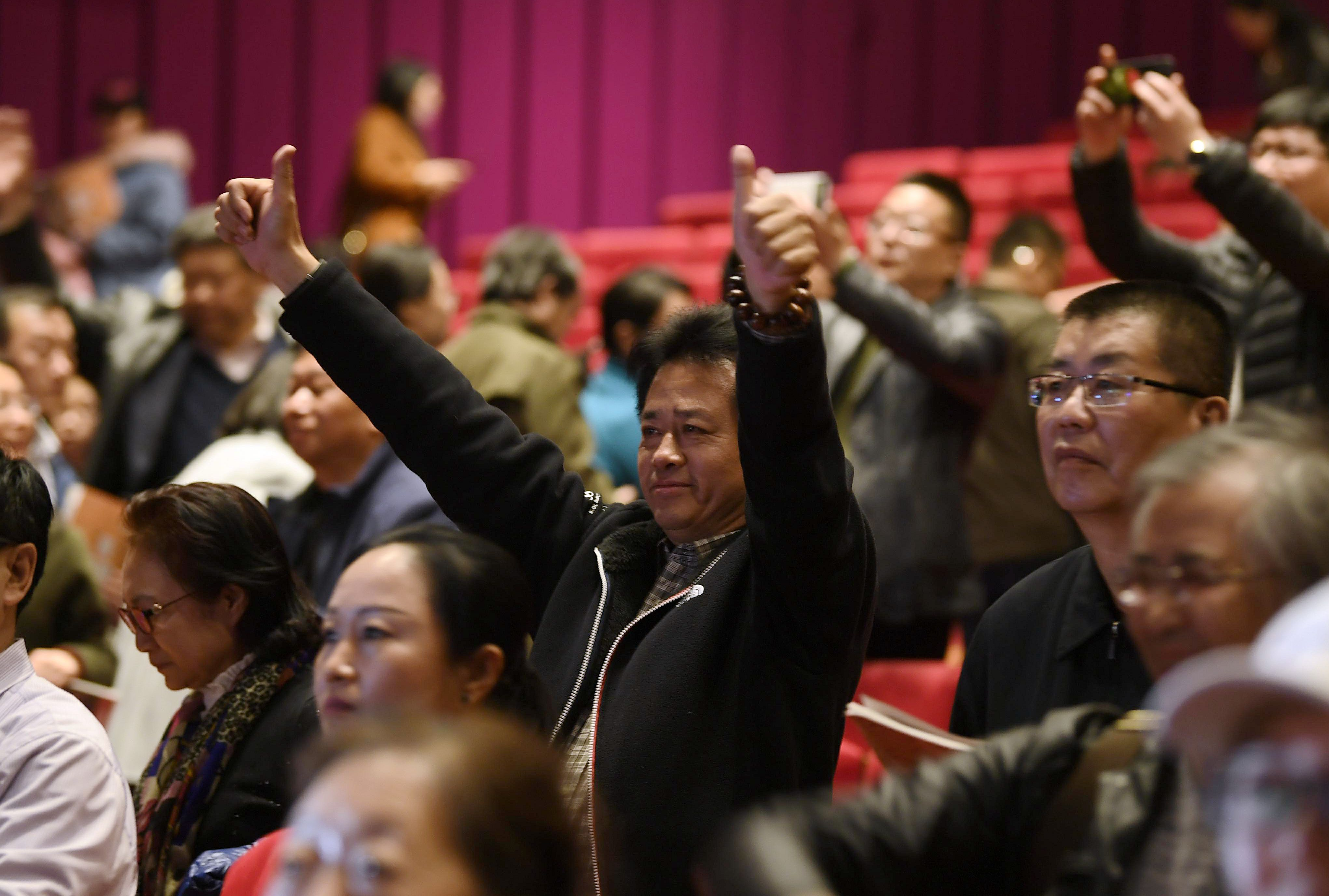 组图:看哭了!《沂蒙山》京城震撼首演,谢幕后观众含泪不离场