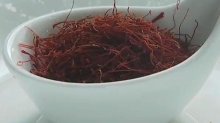 """网传""""神药""""藏红花疑是塑料染色做的?质量参差不齐鱼龙混杂"""