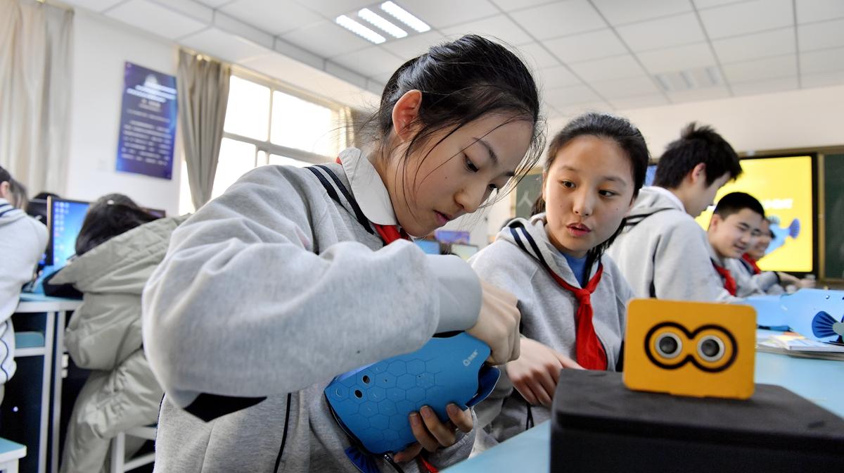 无人驾驶、语音识别......济南中学生玩起了人工智能