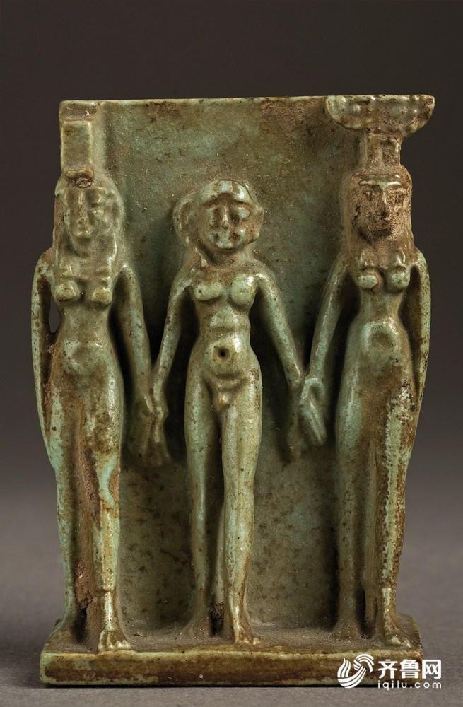 39_Amulet with divine triad.jpg