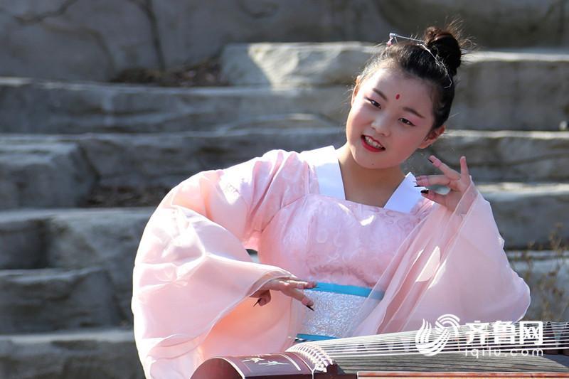3、小演员在大珠山风景区展示汉唐文化 (2)_副本.jpg