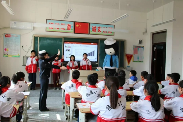 中小学生安全教育日 菏泽高速交警进校园开展安全宣讲活动