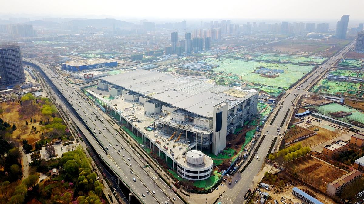 """空中巡礼重大工程丨""""巨无霸""""新地标来了!济南西部会展中心建设进入冲刺阶段"""