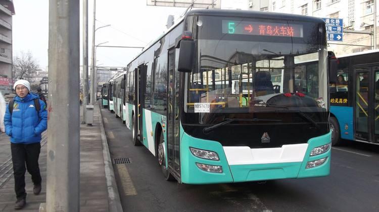 受道路施工影响  3月28日起青岛8条公交线路临时调流
