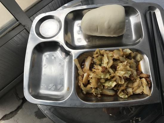 31秒|问政追踪!莱芜福山小学临时小饭桌7元标准解决午餐