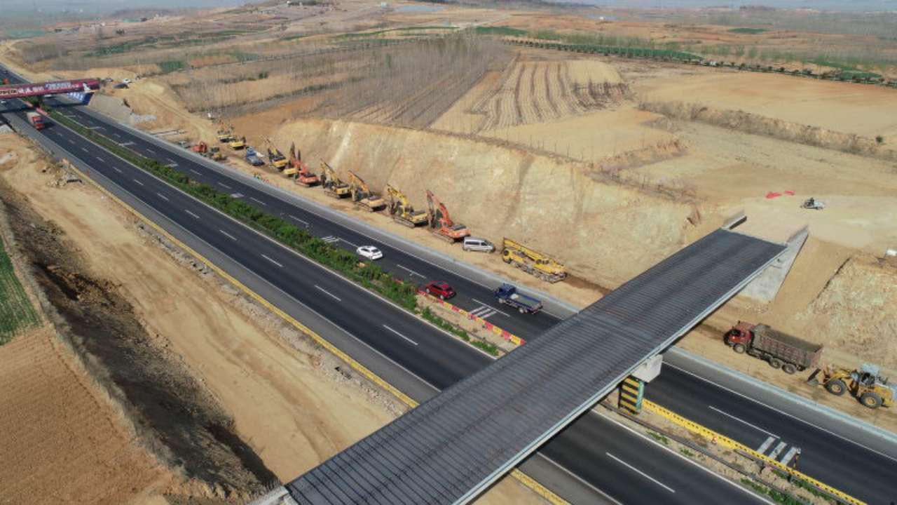 为拆除第二批跨高速天桥 4月1日起京沪高速莱芜至临沂段封闭