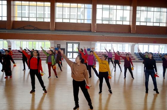 运动享受快乐!新泰市2019年健身球操培训班正式开班