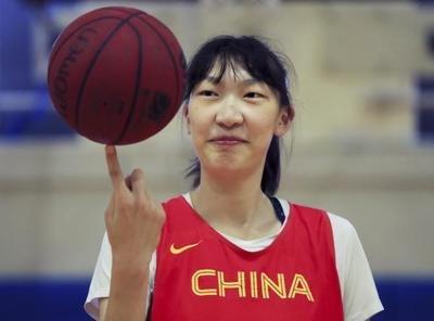 """""""女版姚明""""韩旭登陆WNBA!篮协致信?#34892;?#23665;东培养"""