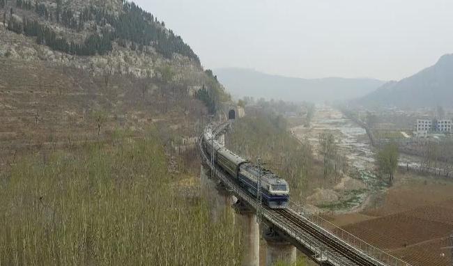 92秒 | 最慢绿皮火车成网红列车!票价仍旧1元起