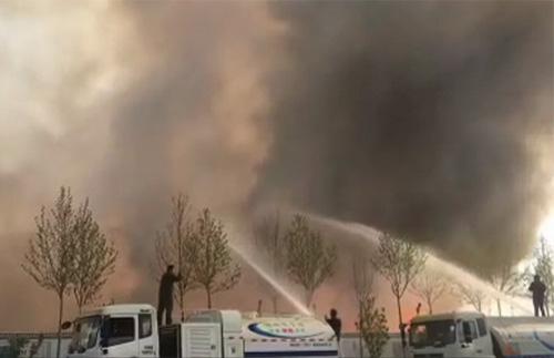 突发!滨州市区一空地着火 消防正在救援