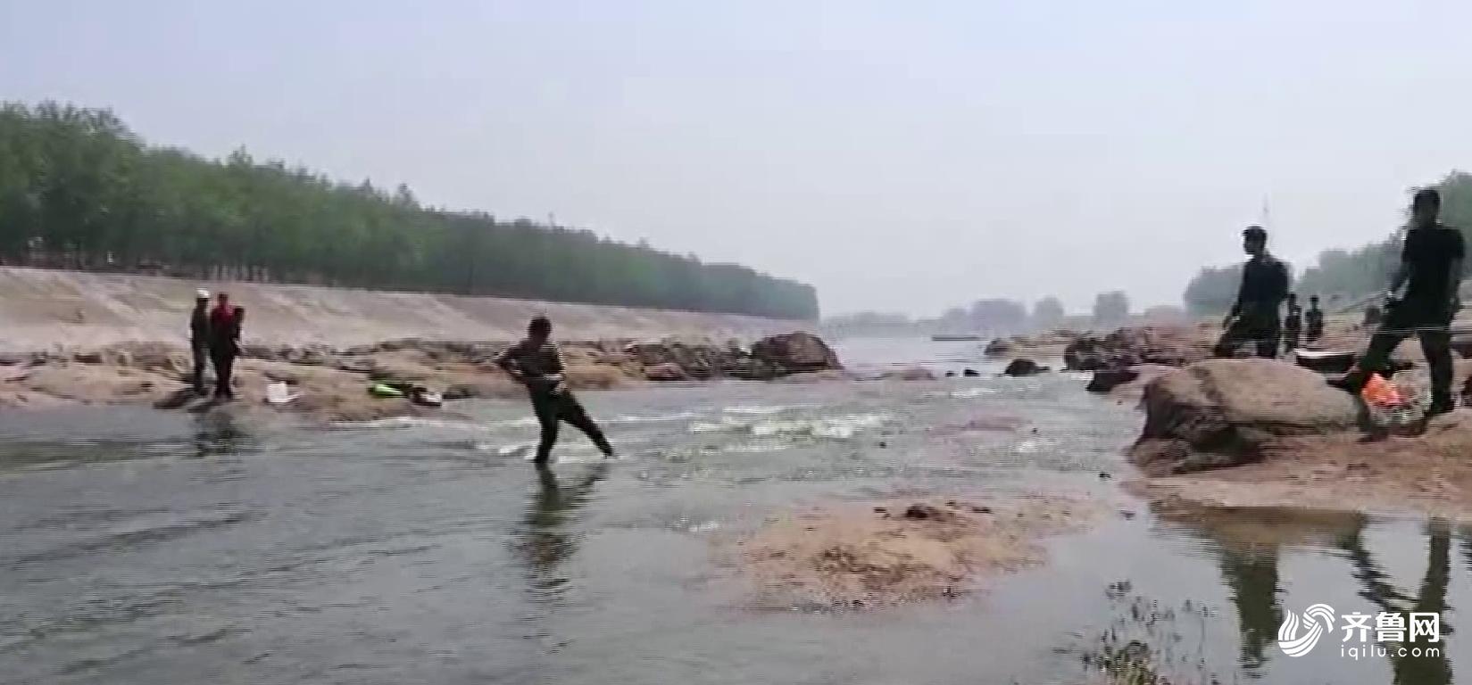 被困河中6.png