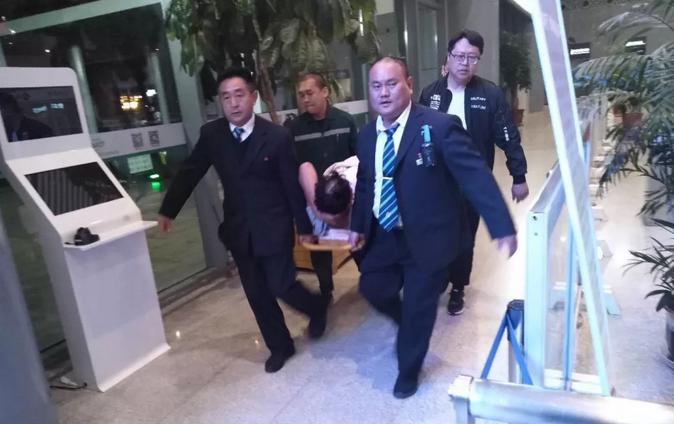 旅客因事故致腰椎受伤 枣庄站伸援手紧急救助