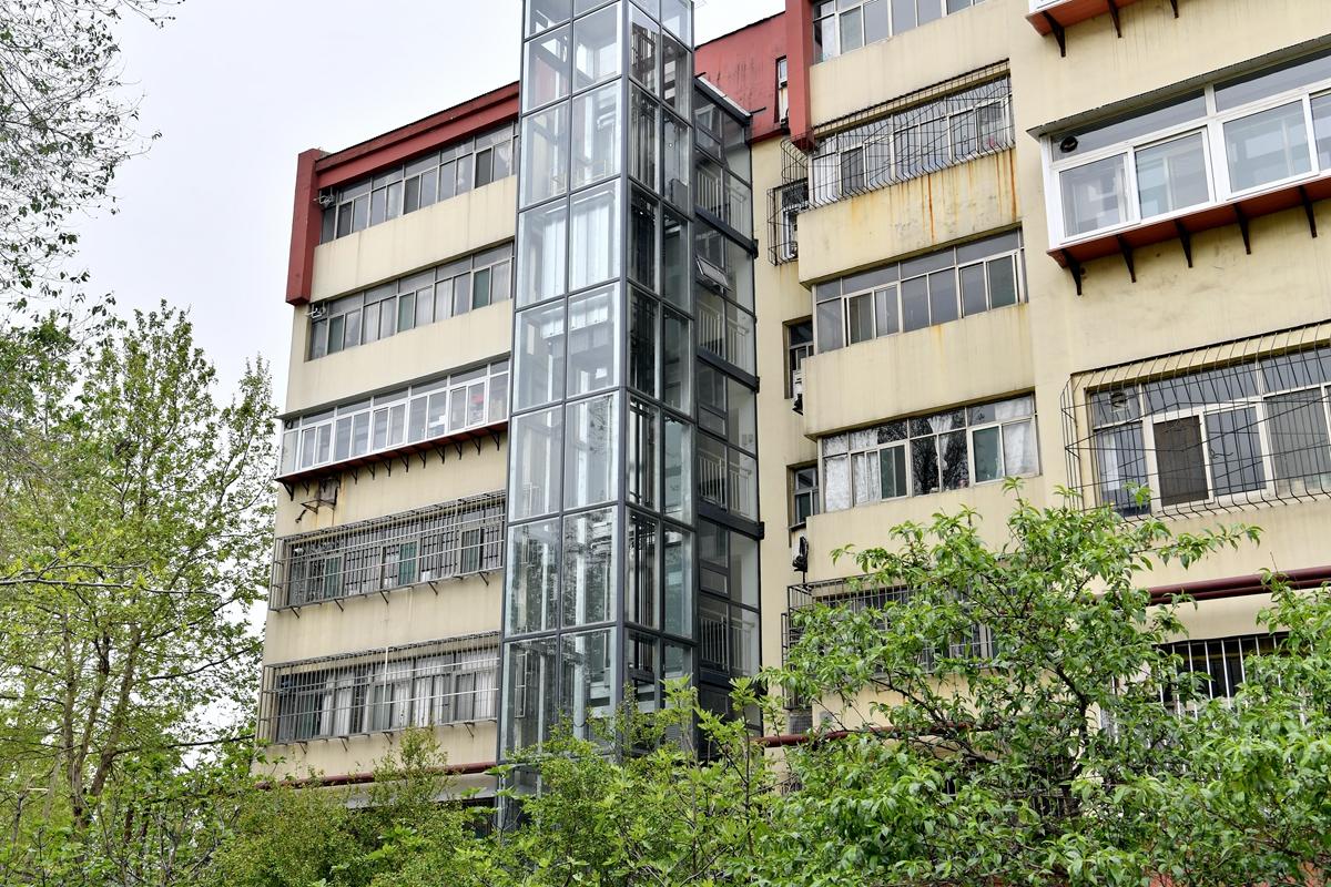 """""""爬""""6楼只要20秒 这个老小区加装50多部电梯创济南之""""最"""""""