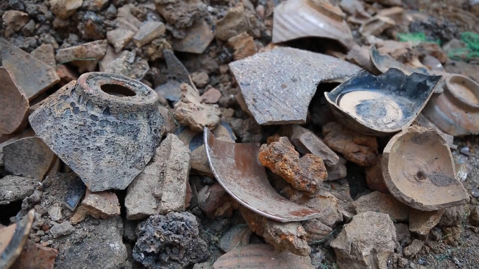 76秒 | 淄博:工地施工挖出大量瓷器  施工现场已经封存