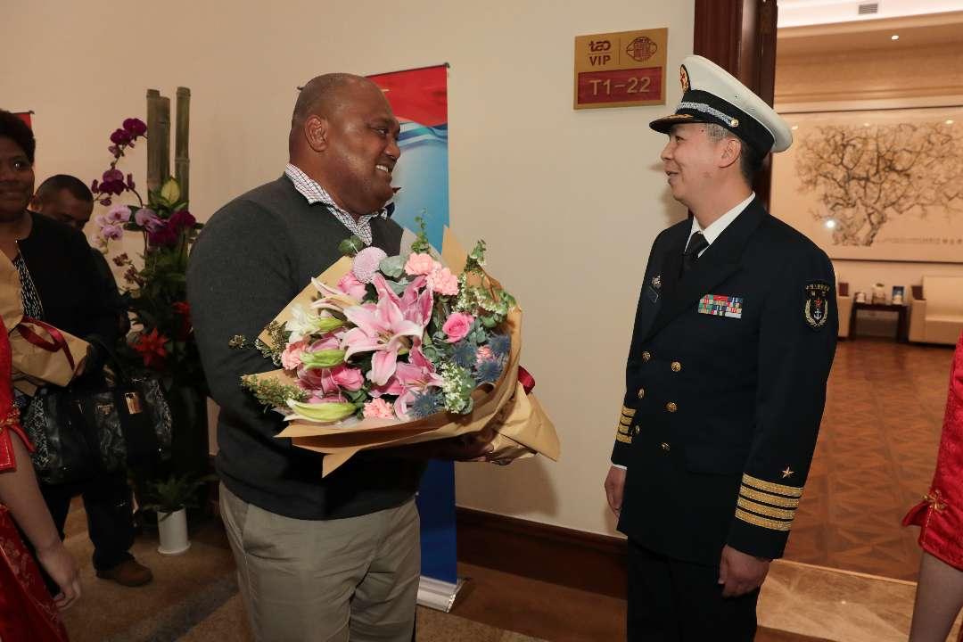 首批参加多国海军活动的代表团抵达青岛