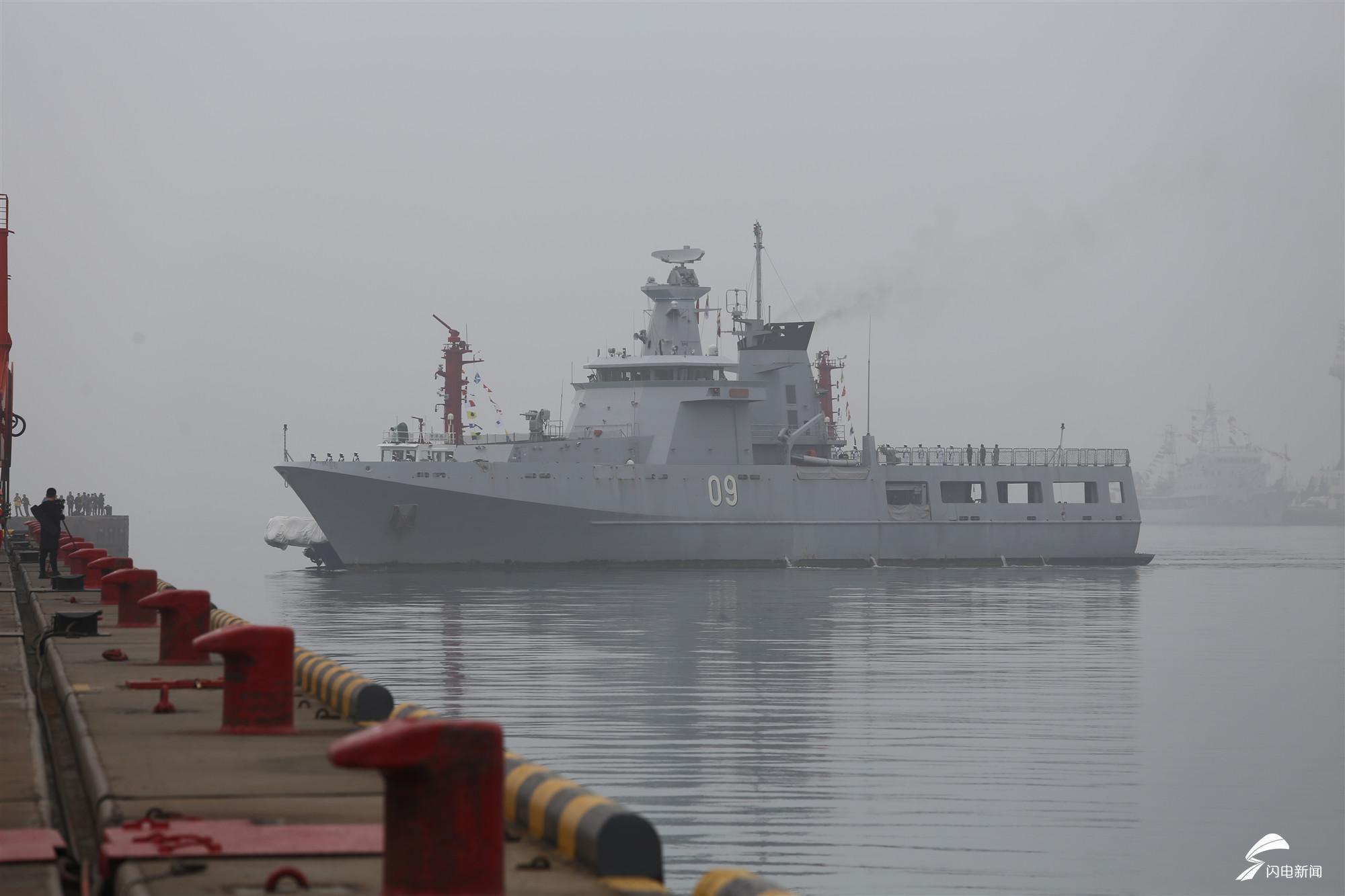 文莱达鲁塔克瓦号巡逻舰抵达青岛.JPG