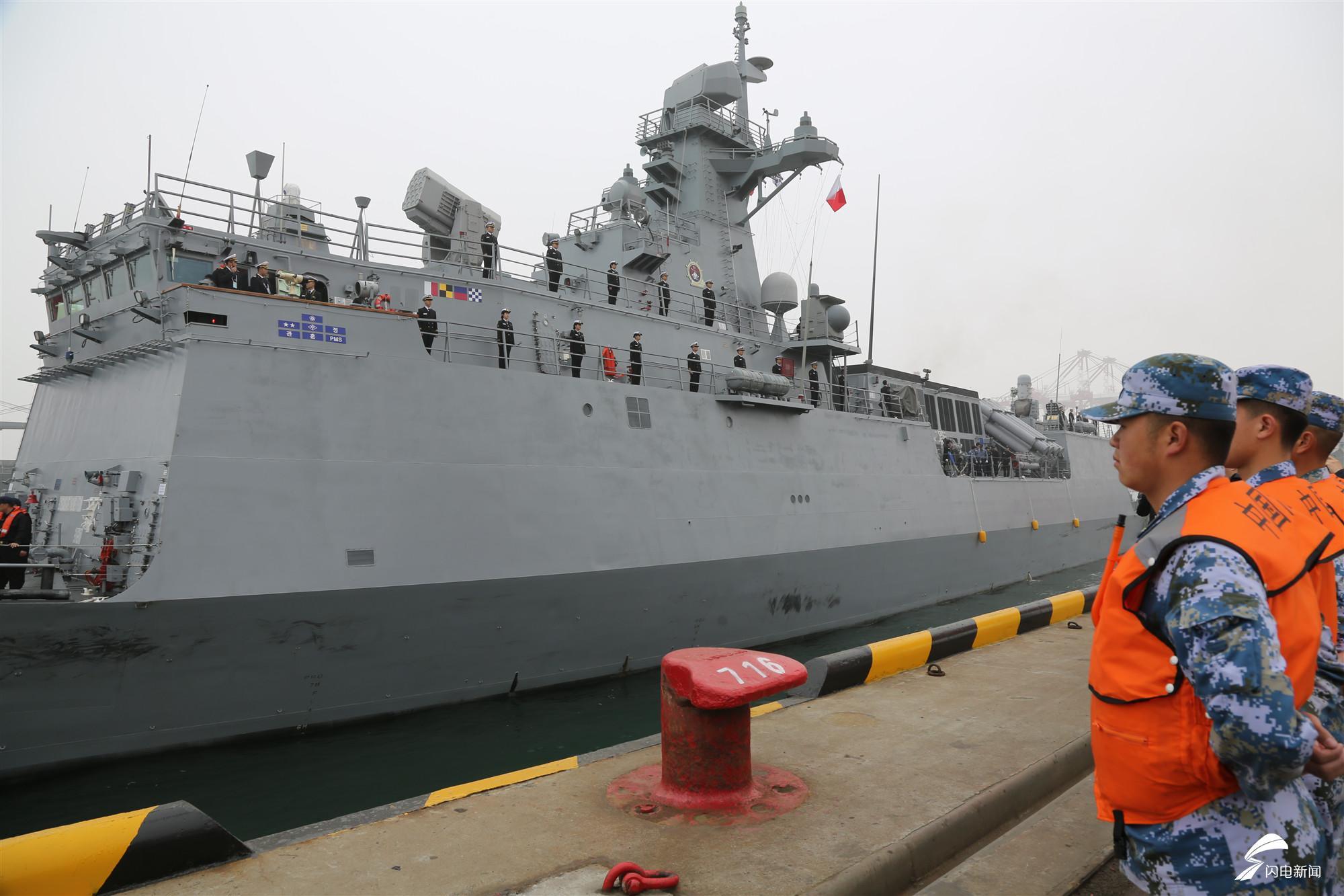 "H2 韩国""京畿""号导弹护卫舰抵达青岛大港码头.JPG"