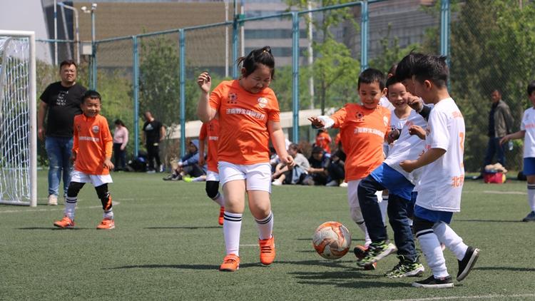 山东省第九届全民健身运动会暨第四届幼儿园小小足球赛举行