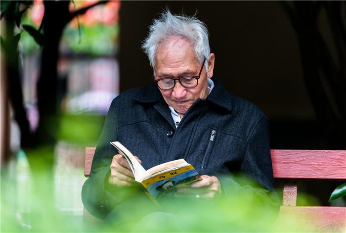 【地评线】以书为伴,为学习型社会建设营造书香氛围