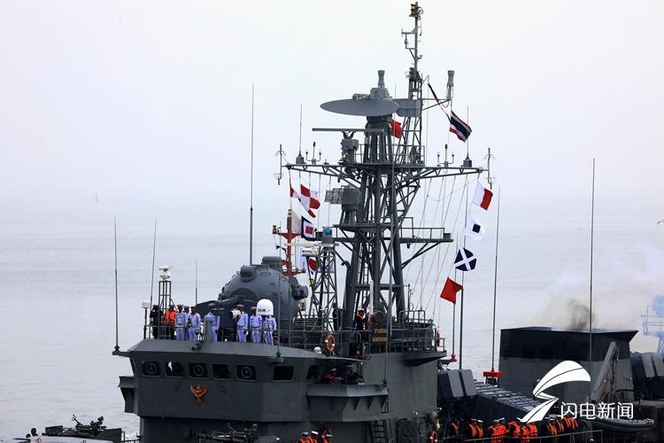 """4月21日,""""邦巴功""""号护卫舰抵达青岛.JPG"""