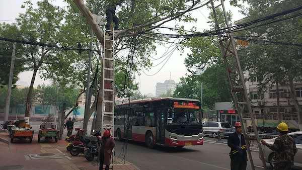 26000米!济南市中区这处路段碍眼的线缆终于剪掉了