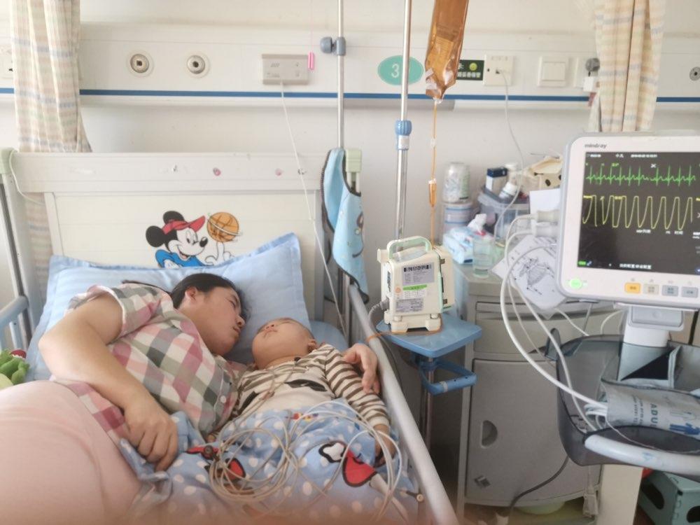 106秒 【救命萝卜 温暖继续】唐绍龙今天采集骨髓 儿子小一轩开始做移植