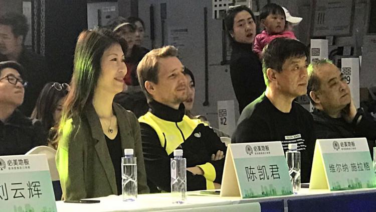 前乒乓球世界冠军 搞怪表演嗨翻全场