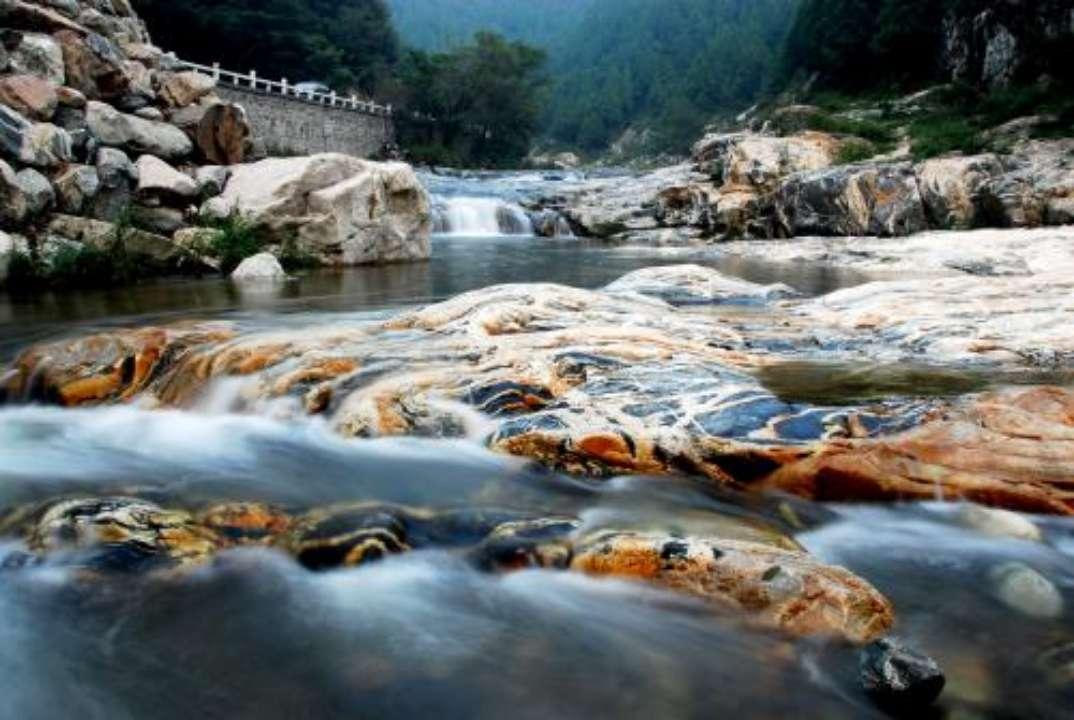 五一假期,泰山景區呼吁市民將彩石溪游覽空間讓給外地游客