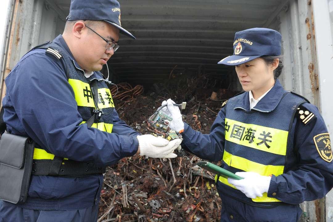 黄岛海关检出严格限制夹杂物超标废铜近40吨