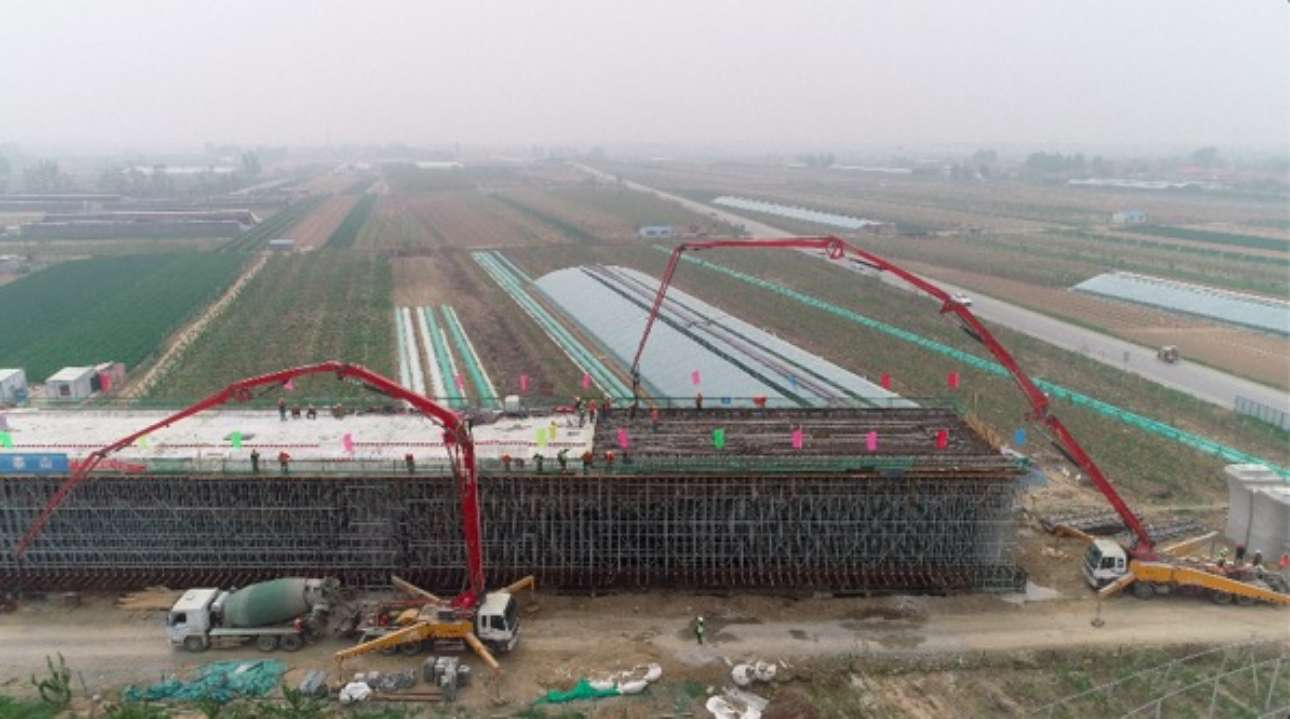 144米超长连续梁完成合龙 潍莱高铁线下工程已经过半