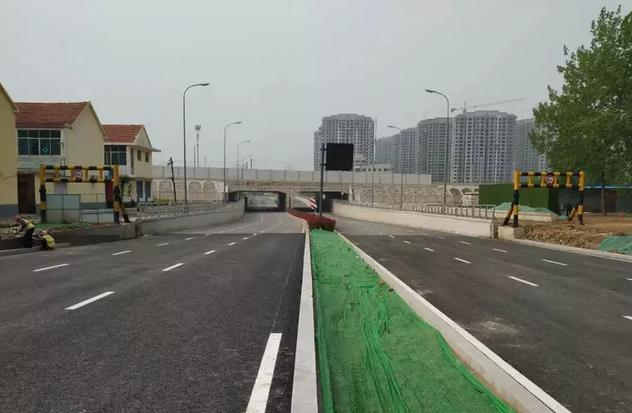 日照南路沥青路面已经摊铺完成将于5月1日通车