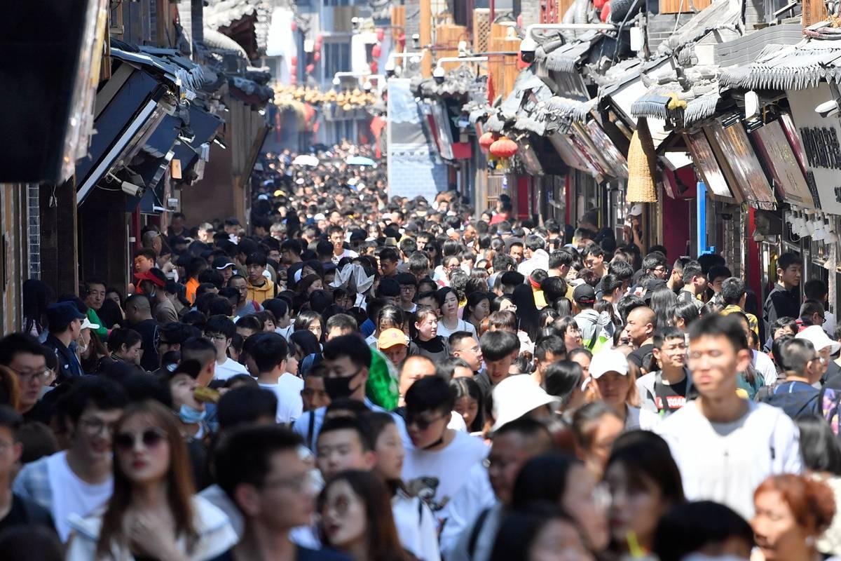 人人人人还是人......五一假期济南迎来大批游客