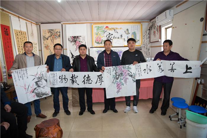 """莒县两名书画家免费创作作品送""""学习强国""""积分达人"""
