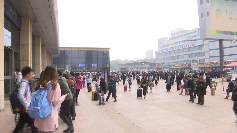 济南火车站迎来出行客流高峰 今天预计发送旅客11万人