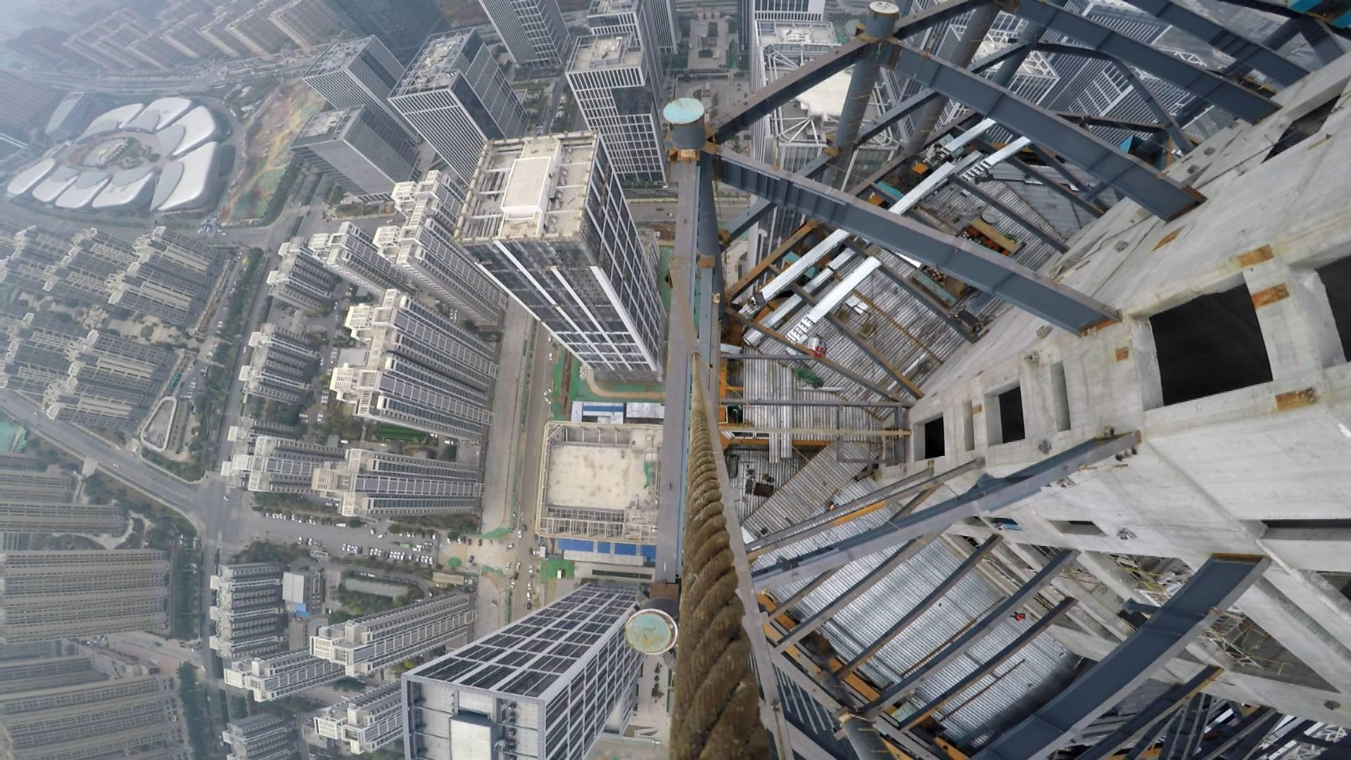 370米 2趟 1根安全绳,济南第一高塔吊司机的这支vlog让人恐高