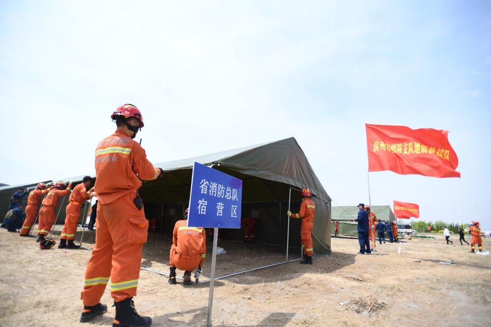 """""""地震""""来了消防员这样做!山东省消防救援总队举行实战演练"""