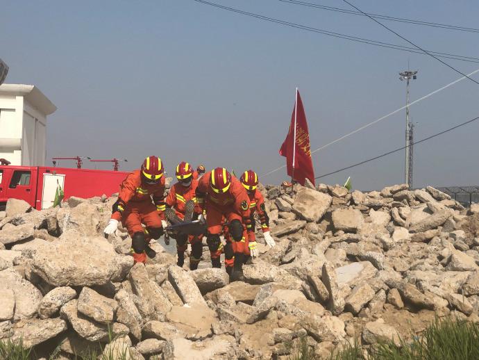 废墟搜寻 空中救援!全省地震应急救援综合演练活动在东营开练了