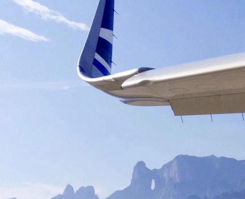 飞机下降过程中突遭鸟击 青航机组沉着应对安全落地