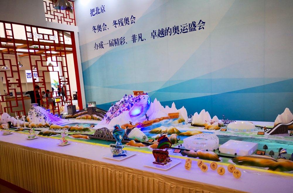 """""""双奥之城的光荣与梦想""""冬奥主题餐台亮相亚洲美食节"""