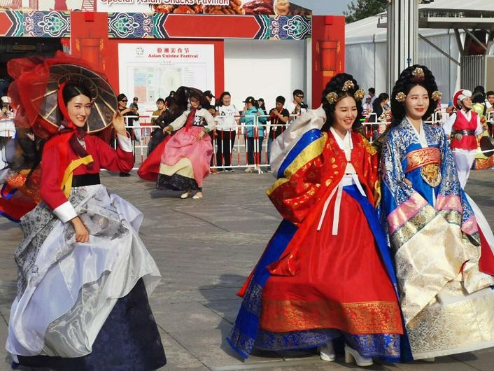 48秒 | 穿韩服 舞长鼓 亚洲文明巡游之韩国风情