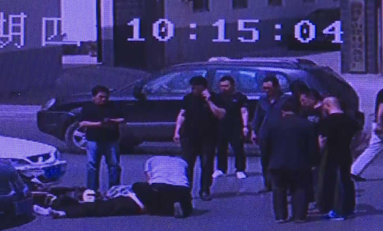 55秒丨淄博:车祸险酿惨剧 公交司机、救援队员轮番施救挽回一命